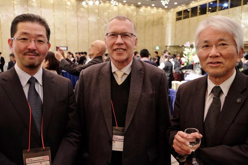 左から、名古屋大学小児科 高橋教授、テュービンゲン大学 Handgretinger教授、名古屋大学 小島名誉教授