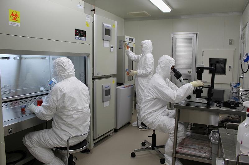 名大病院におけるCAR-T製剤の製造風景
