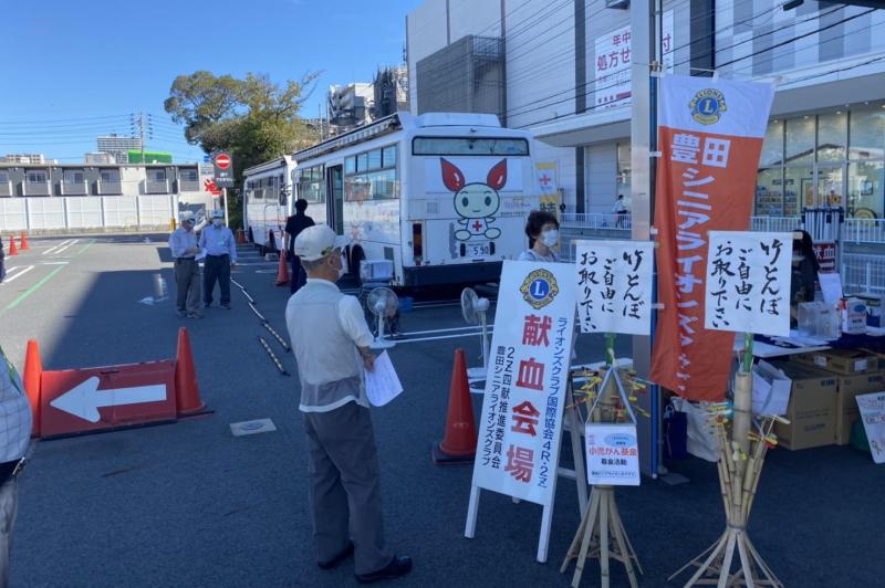 豊田シニアライオンズクラブによる募金活動